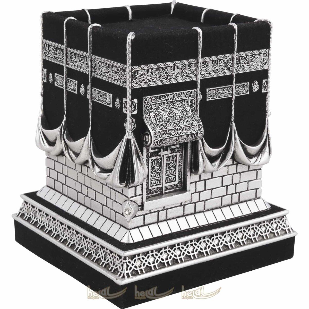 Büyük Boy Kadifeli 3 Boyutlu Orijinal Kabe Biblo Taşlı Lüks Dini Hediyeler (13×13,5x16cm) Büyük Boy Kadifeli 3 Boyutlu Orijinal Kabe Biblo Taşlı Lüks Dini Hediyeler (13×13,5x16cm)